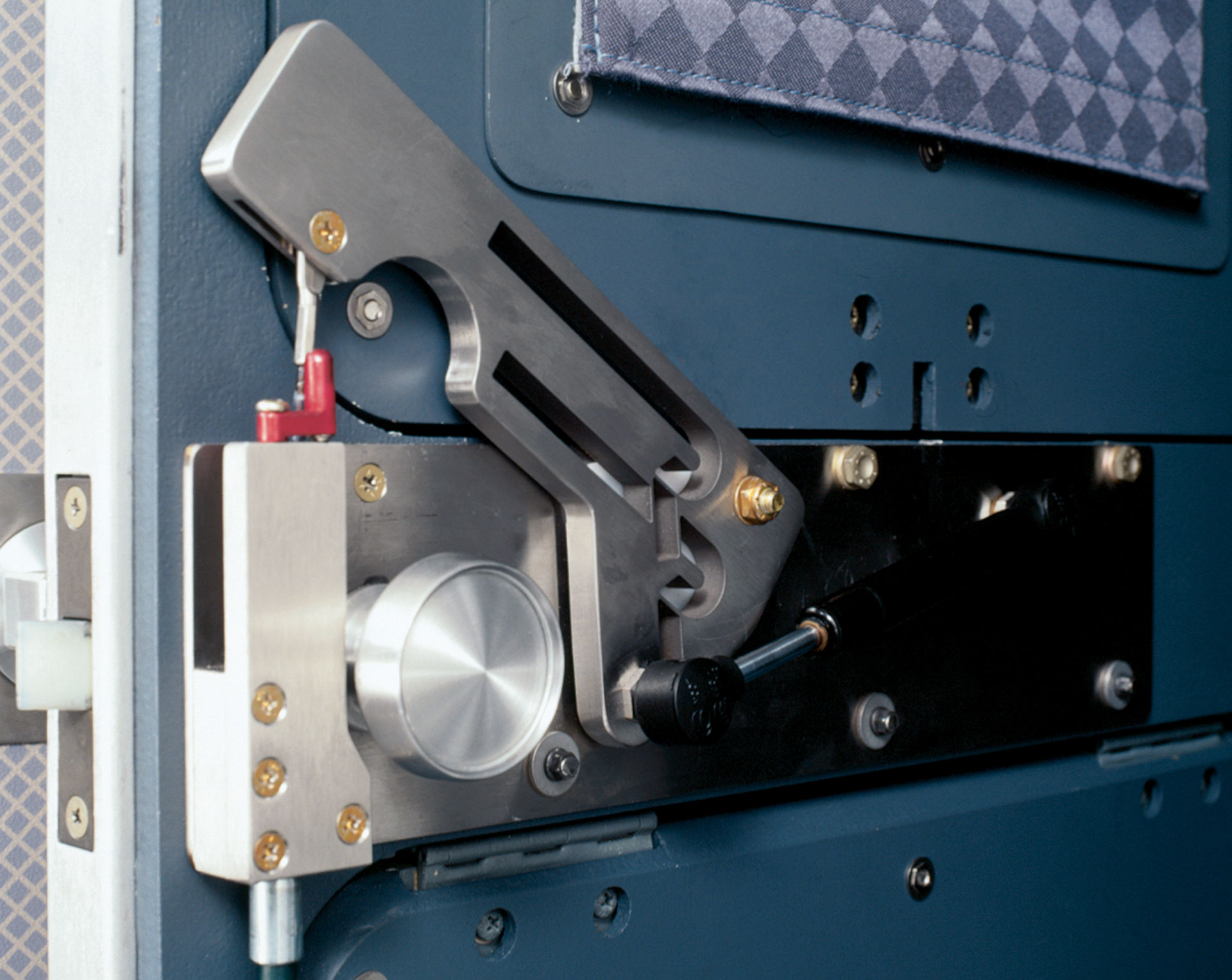 737-door-latch